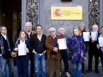 Artistas manifestándose en el Ministerio de Cultura el pasado noviembre.