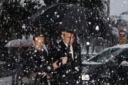 José Montilla, presidente de la Generalitat, durante  la tormenta.