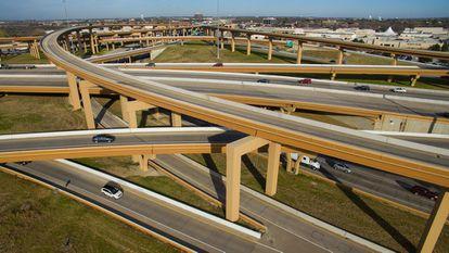El área metropolitana de Dallas y Fort Worth, con siete millones de habitantes, está surcada por un sinfín de autopistas.