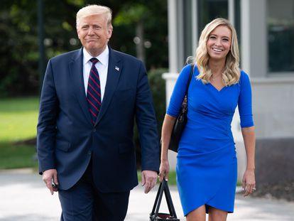 El presidente Donald Trump y la portavoz de la Casa Blanca Kayleigh McEnany, en una imagen del 16 de septiembre.