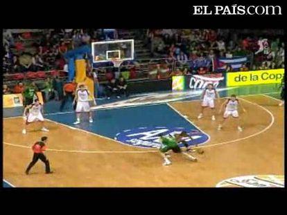 """El DKV Joventut se lleva se llevó en 2008  su octava Copa ante el equipo vitoriano (80-82) <strong><a href=""""http://www.elpais.com/buscar/copa-del-rey-baloncesto/videos"""">Vídeos de la Copa del Rey de Baloncesto</a></strong>"""