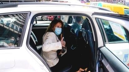 La ex secretaria general del PP, María Dolores de Cospedal, abandona la Audiencia Nacional tras declarar como imputada el pasado 29 de junio.