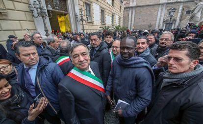 El alcalde de Palermo, Leoluca Orlando (en el centro), este viernes en una marcha organizada por sus simpatizantes.
