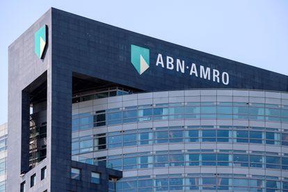 Logo de ABN Amro en la sede de la compañía en Ámsterdam.