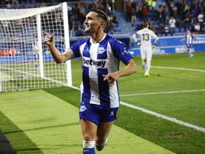 Lucas Pérez celebra su gol.