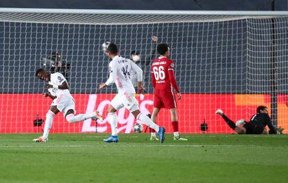 Vinicius Junior celebra su segundo gol contra el Liverpool este martes en el Alfredo di Stéfano.