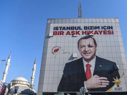 Un póster electoral de Erdogan.