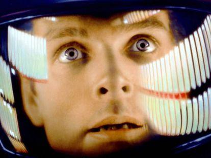 Dave Bowman (interpretado por Keir Dullea) entrando en el monolito.