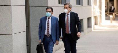 A la derecha, el ex consejero delegado del grupo Dia, Ricardo Currás, a su llegada a la Audiencia Nacional, en una imagen de archivo.