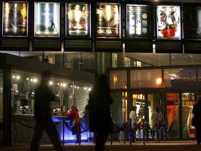 Cartelera de un cine de Madrid.