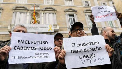 Conductores de VTC se manifiestan este martes ante la Generalitat.