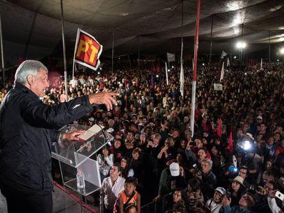 Andrés Manuel López Obrador, en un mitin en Iztapalapa.
