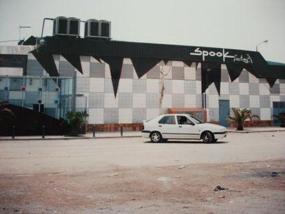 Parking de Spook, la discoteca del murciélago a las afueras de Valencia. |