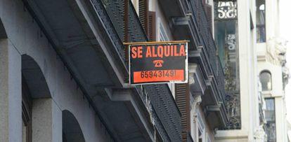 Anuncio de un alquiler en Madrid, en una imagen de archivo,
