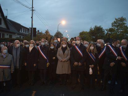 Marcha en memoria del profesor Samuel Paty, el martes por la tarde en Conflans-Sainte-Honorine (Francia).