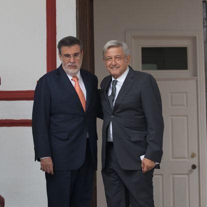CIUDAD DE MÉXICO, 10AGOSTO2018.- Andrés Manuel López Obrador, presidente electo de México, acompañado de Julio Scherer Ibarra, designado como Consejero Jurídico de la Presidencia, dieron a conocer algunas  iniciativas de reformas que van a permitir un gobierno democrático, así mismo dio detalles de la reunión que sostuvo durante la mañana con ministros de la Suprema Corte de Justicia de la Nación. FOTO: SAÚL LÓPEZ /CUARTOSCURO.COM