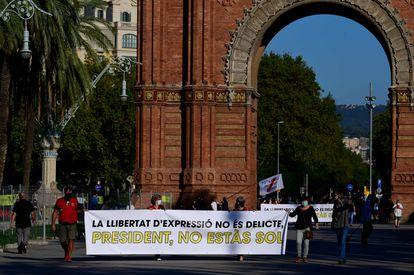 Pancarta de apoyo el presidente de la Generalitat.