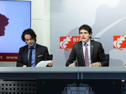 De izquierda a derecha, David Olmos, Unai Rementeria y Eunate Ramírez este miércoles en Bilbao.