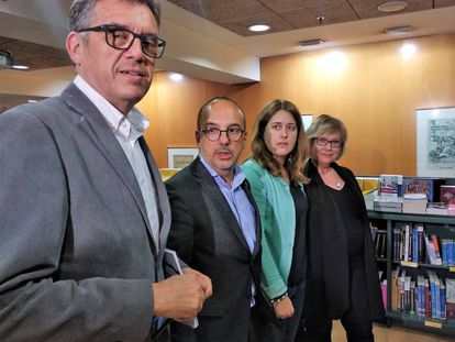 Lluís Recoder, Carles Campuzano, Marta Pascal y Esperanza Esteve, en la presentación del libro del segundo.