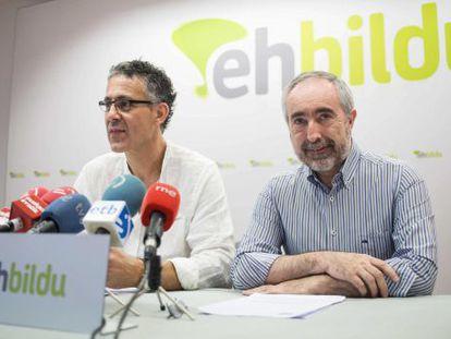 Los diputados de Amaiur en el Congreso, Mikel Errekondo, a la izquierda, y Rafa Larreina.