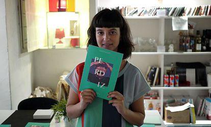 Marta Puigdemasa, con su revista.