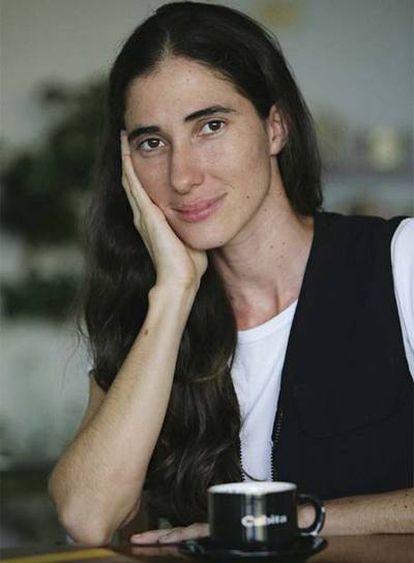 Yoani Sánchez, cuba de 32 años y autora del bolg contestatario 'Generación Y' es retratada en su casa en La Habana (Cuba).