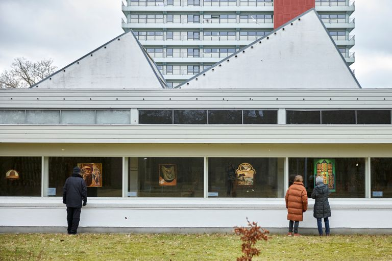 The Jorn museum in Silkeborg (Denmark) have hung their paintings in the windows so that they can be seen without having to enter a closed space.