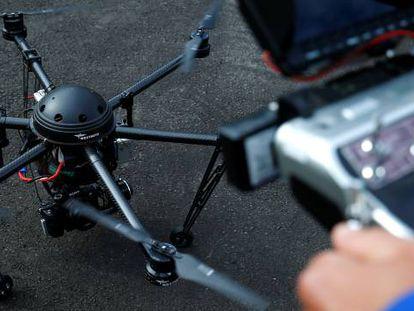 Una de las funciones para la que ya se usan drones es para la supervisión de cables de alta tensión.
