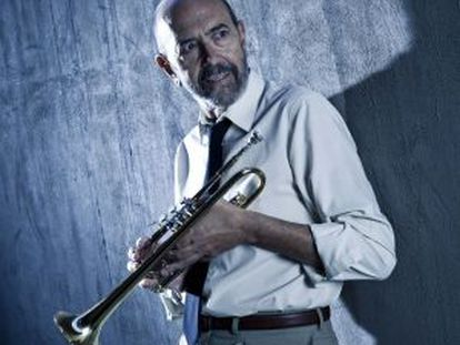 Miguel Rellán interpreta a un trompetista en 'Novecento'.