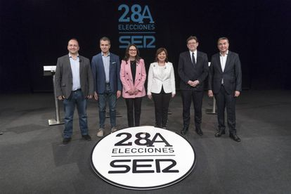 Rubén Martínez Dalmau, Toni Cantó, Mónica Oltra, Isabel Bonig y Ximo Puig, junto al moderador, el periodista Bernardo Guzman.