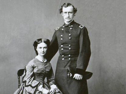Libbie Custer y su esposo el general George Armstrong Custer, en una imagen sin datar.
