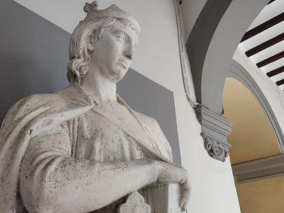 Escultura de Alfonso X en yeso en la Gipsoteca de la Universidad de Sevilla (Rectorado). / US