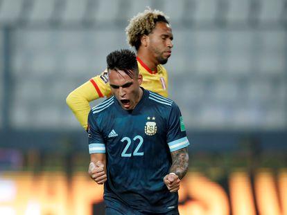 El argentino Lautaro Martínez celebra su gol ante Perú.