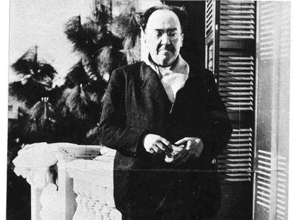 El poeta Antonio Machado, en la terraza de Villa Amparo, en Rocafort (Valencia), poco antes de trasladarse a Barcelona en abril de 1938.