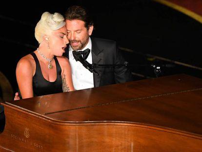 Lady Gaga y Bradley Cooper, durante su actuación en los Oscar.