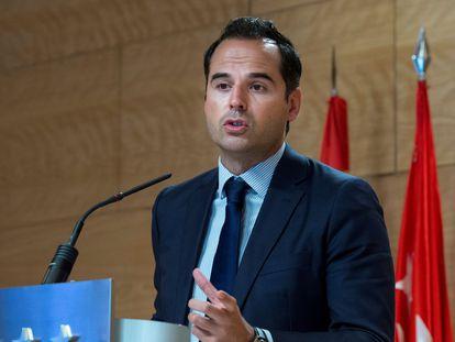 El vicepresidente de la Comunidad de Madrid, Ignacio Aguado, en una rueda de prensa a finales de julio.