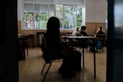 Niños en un aula del Colegio Privado Alameda de Osuna en el primer día del curso escolar.