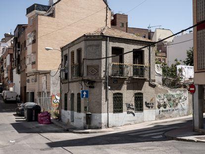 Casa de estilo neomudéjar okupada en el barrio de Tetuán.