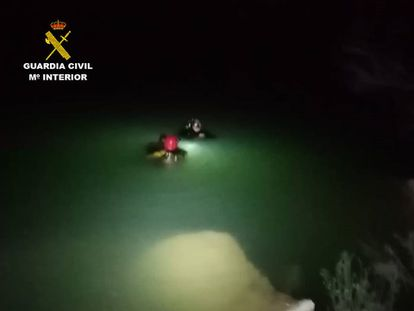 Tareas de búsqueda del joven desaparecido en el pantano de Crevillent.