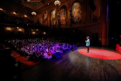 Mar Cabra da una charla TEDx en San Francisco en 2017