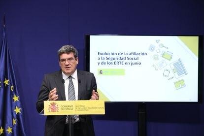 El ministro de Inclusión, Seguridad Social y Migraciones, José Luis Escrivá, este viernes en el Ministerio de Trabajo.