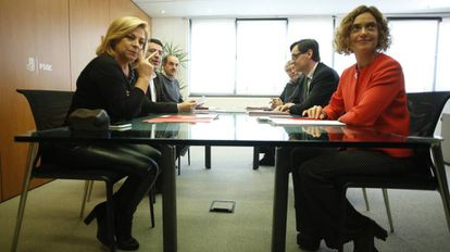 Primera reunión de la Comisión Negociadora PSOE-PSC. Por la delegación del PSOE asisten Elena Valenciano, Mario Jiménez y Francisco Fuentes, y por parte del PSC, Meritxell Batet, Salvador Illa y Antonio Balmón.