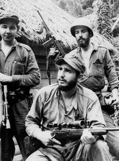 De izquierda a derecha, Raúl Castro, Fidel Castro y Camilo Cienfuegos, en una imagen emitida por el canal National Geographic.