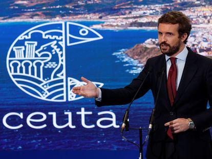 El presidente del Partido Popular (PP), Pablo Casado, hace declaraciones en su visita al pabellón de Ceuta de la Feria Internacional de Turismo FITUR en IFEMA, Madrid, este jueves.