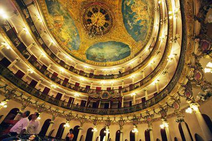 El teatro Amazonas de Manaos, el primer escenario de ópera construido en Brasil,  se inauguró en 1896.