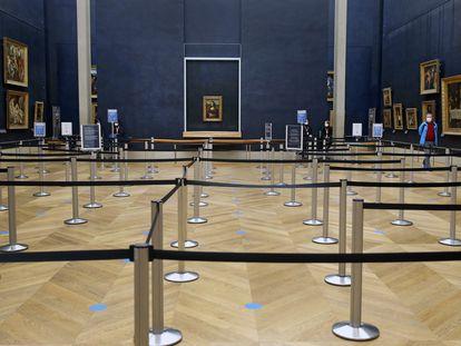 'Mona Lisa', de Leonardo da Vinci, cuelga en el Louvre vacío, el pasado 29 de octubre.