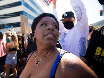 Patrisse Cullors en una protesta contra la policía por la muerte de George Floyd el 7 de junio de 2020 en Hollywood, California.