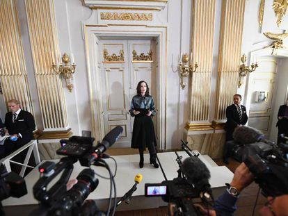 Sara Danius, ex secretaria permanente de la Academia Sueca, anuncia el Nobel de Literatura de 2017.