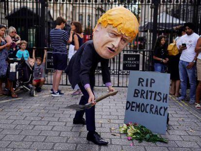 Un manifestante protesta contra la suspensión del Parlamento, en Londres.