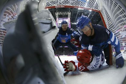 El finlandés Vaananen cae sobre el ruso Radulov.